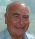 Weeklies' editor who wrote shorthand at 150 wpm dies aged 74