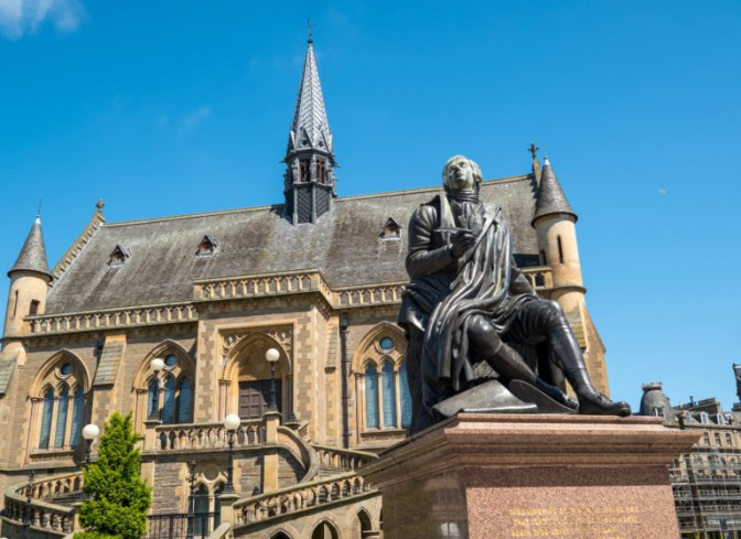 Dundee statue