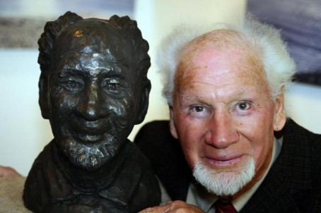 George, with a bust of himself at the Quarr Gallery, Swanage in 2007