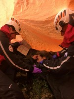 Weekly journalist feigns 70-foot fall to help mountain rescue crew