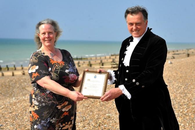JPIMedia reporter Elaine Hammond receives the award from Dr Fooks
